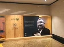 הרב גולדשמידט בשדה התעופה באבו דאבי