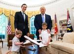 הנשיא עם חתנו ונכדיו היהודיים