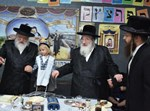 """הכנסת נכד הרבי מספינקא והגר""""מ דייטש"""