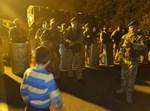 ילד חסיד ברסלב מול החיילים האוקראינים