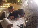 """הכנסת ספר תורה לבית חב""""ד בדובאי"""