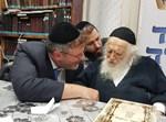 """הרב פישר מקבל ברכה אצל הגר""""ח"""