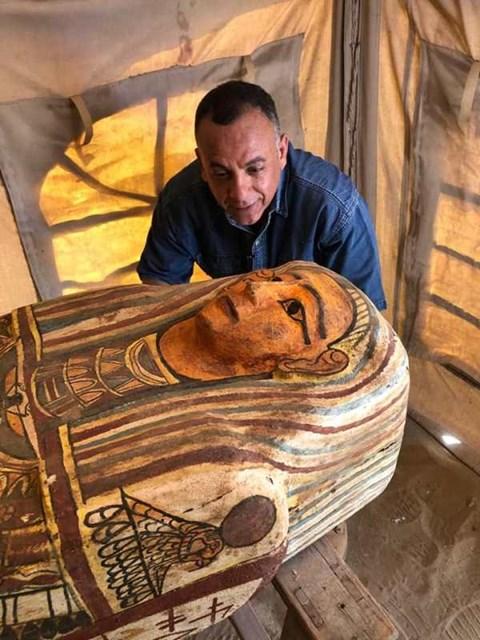 27 סרקופגים מעץ שהתגלו במצרים