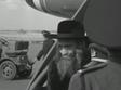 הרבי מצאנז בירידה מהמטוס
