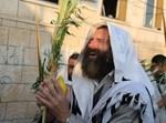 יהודי בנטילת לולב. אילוסטרציה