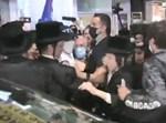 ג'ייקוב קורנבלו מחולץ מתוך ההמון