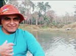 כרמלי בנהר השורץ תנינים
