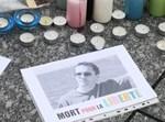 נרות זיכרון לזכרו של המורה שנרצח בצרפת