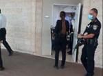 השוטרים בכניסה לכיתת 'המכינה'