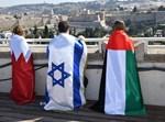 עטופים בדגלים