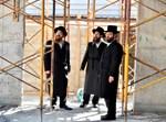 הרבי מטאלנא בסיור במתחם בניית בית מדרשו