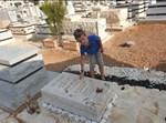 """דוד אוחיון ז""""ל בבית הקברות לפני שבועיים"""
