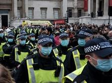 שוטרים בריטיים בעידן הקורונה