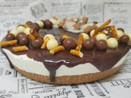 עוגת גבינה על בסיס טורט ובציפוי שוקולד נפלא