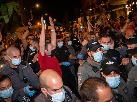 שוטרים בהפגנות בבלפור