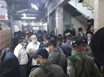כוחות המשטרה בתוך בית הכנסת