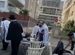 המתפללים בתל אביב
