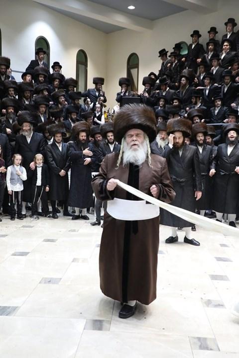 שמחת בית קרעטשניף ירושלים, אלעסק וטשאקווא