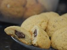 עוגיות ממולאות שוקולד בנגיעות לוטוס