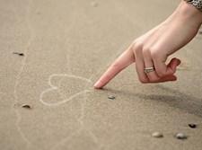 יד מציירת לב