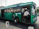 חרדים עולים על אוטובוס בירושלים