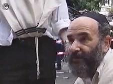 """ר' חיים רכניצר ז""""ל מטפל בקדושי הפיגוע בדיזנגוף"""
