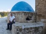 יצחק כרמלי בקברו של ראובן בן יעקב