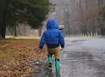 ילד בגשם