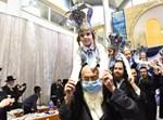 הילד שמעון חיים שחר בריקוד עם אביו
