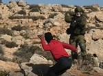 """קצין צה""""ל מותקף על ידי מחבלים"""