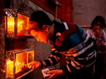 הדלקת נרות חנוכה במאה שערים