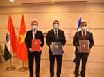 גבי אשכנזי בחתימת ההסכמים עם הודו ווייטנאם
