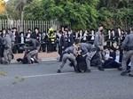 עימות בין השוטרים למפגיני הפלג