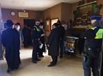 """שוטרים בביהכנ""""ס של בעלזא באנטוורפן"""