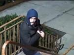 החשוד כפי שנראה במצלמת אבטחה