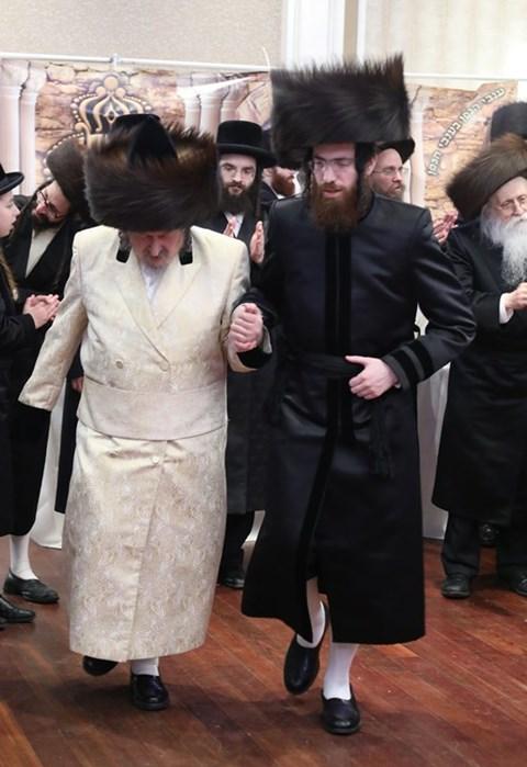 חתונה בחצרות סקאליע - שומרי אמונים