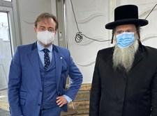 ראש עיריית אנטטורפן עם הרב שיף