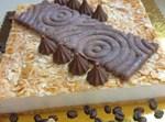 עוגת גבינה ושקדים עם חטיפי שוקולד וקוקוס