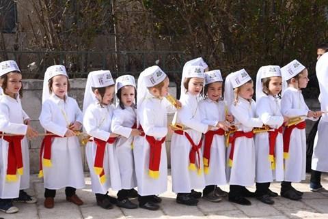 ילדי באיאן מחופשים לשירת הלויים