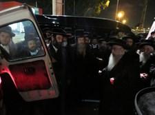 """הרבי מצאנז בהלווית גאב""""ד קארלסבורג"""