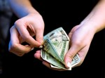 מתחתנים בשביל כסף?