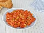 סלט עגבניות וזיתים פיקנטי