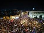 המחאה בכיכר פריז