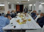 הרב יצחק מוסאי עם עובדי המועצה דתית