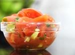 סלט עגבניות שרי וסלרי קצוץ בתיבול מוצלח