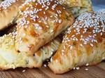 בורקס מבצק שמרים במילוי גבינות וירק