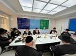 נציגי ועדת הרבנים עם רב המשטרה