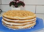 מדוביק עוגת דבש חלבית בשכבות עם קרם גבינה