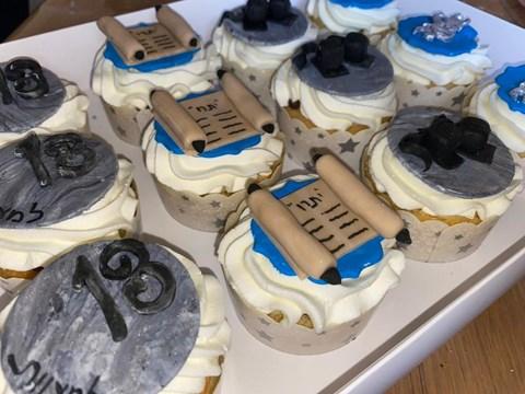 עוגות וקינוחים מעוצבים