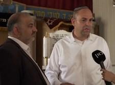 עבאס ורביבו בבית הכנסת